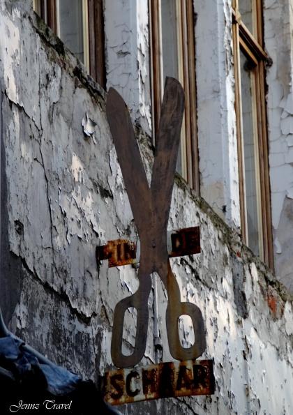 Ciseaux sur façade Gand