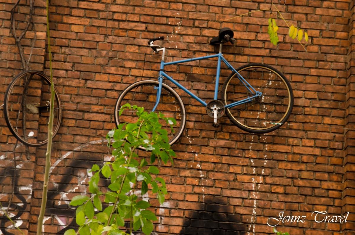 Raw Berlin, vélo au mur