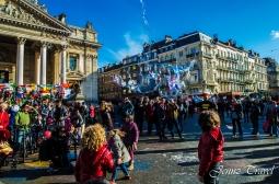 Enfants qui jouent place de la Bourse à Bruxelles