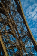 Structure en acier de la Tour Eiffel à Paris