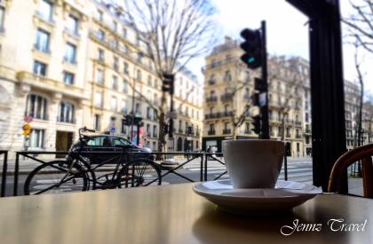 Prendre un café en terrasse à Paris