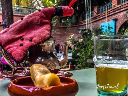 Corne de gazelle et thé à la menthe